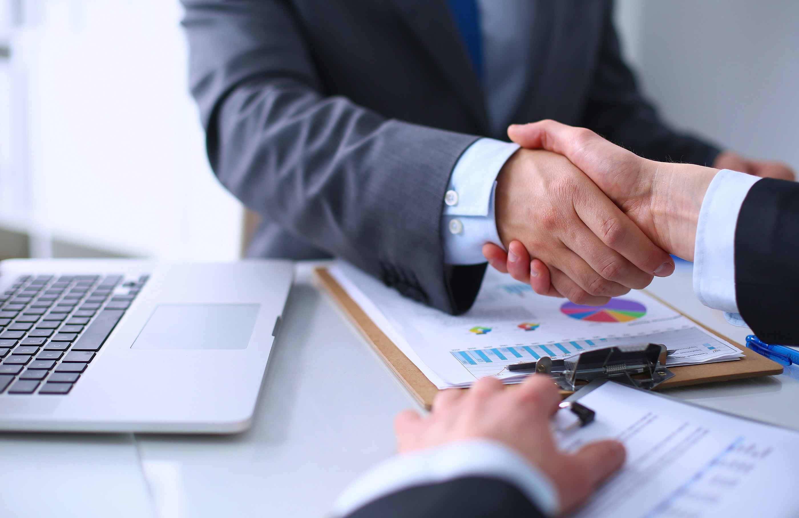 How To Choose A Financial Adviser To Guide You Through Your Financial Market Trading Venture