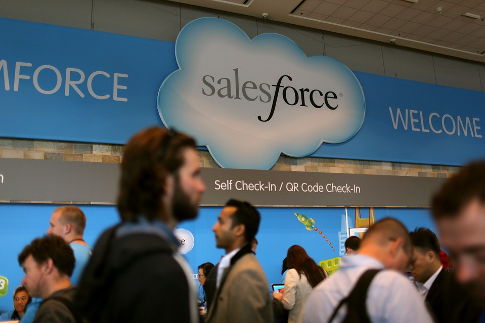 How To Schedule A Report In Salesforce?